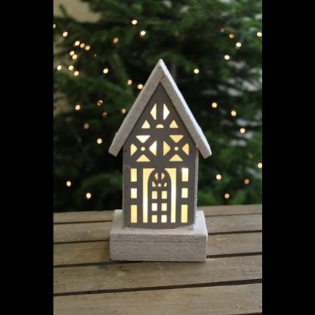 Dřevěný svíticí domeček 11x8x24cm