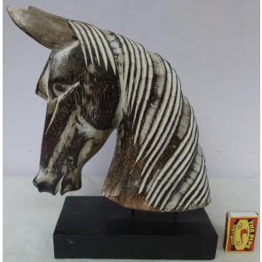 Koňská hlava na podstavci dřevěný L