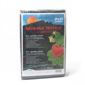 Neotex textilie černá 45 g s výsekem pro jahody 1,6x4,2m