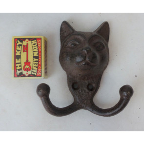 Háček kočičí hlava litina 11x11x4cm